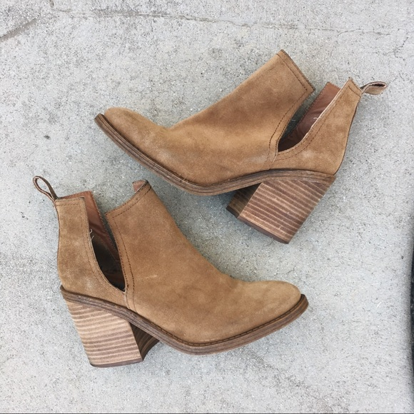 3dc3bb6d7f5 Steve Madden Cut Out Ankle Boots. M 5b7ee51c2aa96ac8f9222005